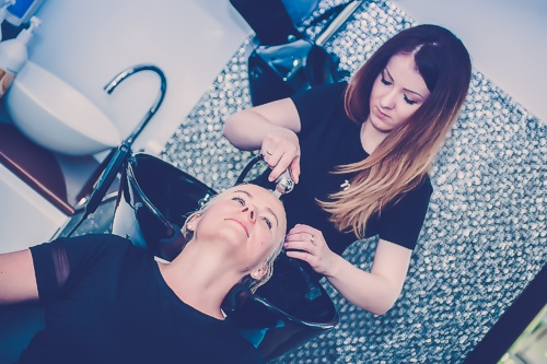 Do każdego mycia masaż głowy Shiatsu Gratis! Usługi fryzjerskie Pruszcz Gdański.